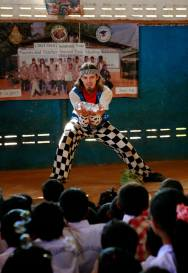 Contact Juggling multi-ball circus performance for children
