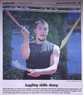 Entertaining juggler at Victoria busking festival